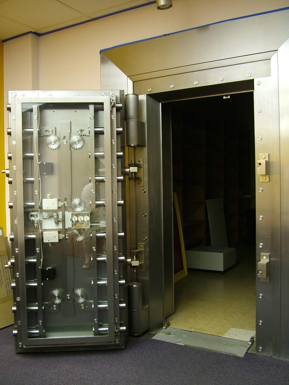 Как сделать сейфовую дверь 839