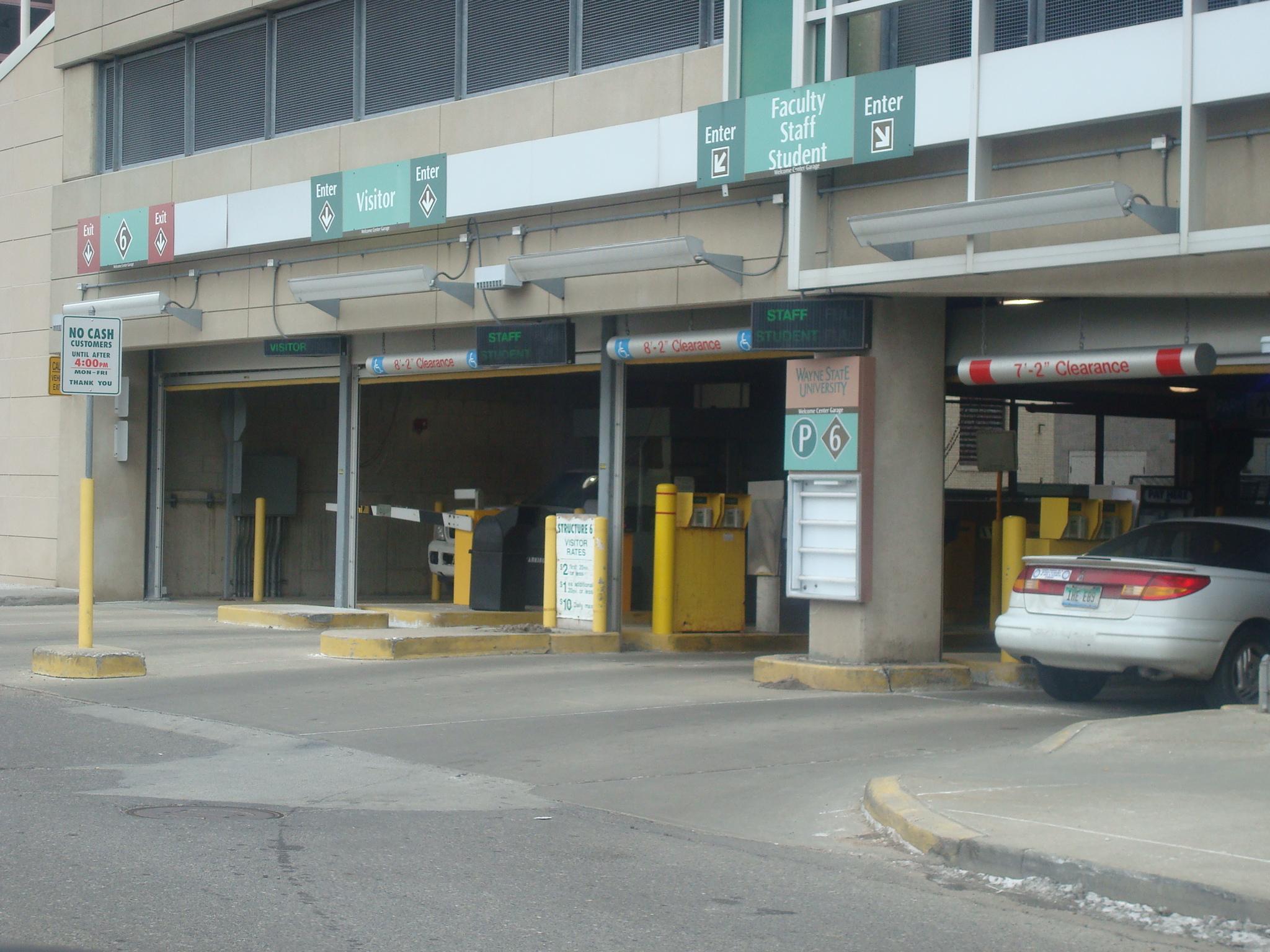 To Garage: SUN\p\parking_garage\entrance